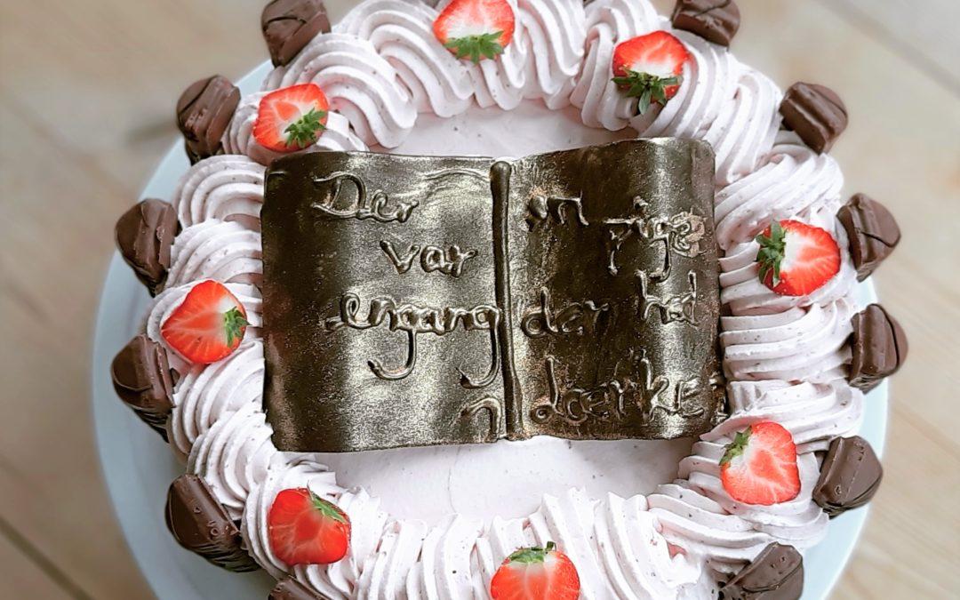 Jordbærlagkage med bueno og nutellaskum